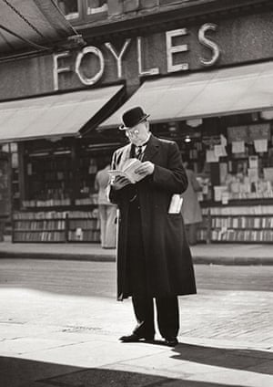 Man Outside Foyles, by Wolfgang Suschitzky (c1936)
