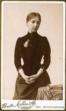 Carte de visite photograph of Anna Hammershøi. 1886.