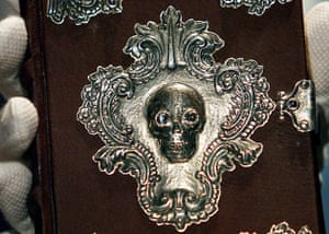 Front cover close-up of The Tale of Beedle the Bard