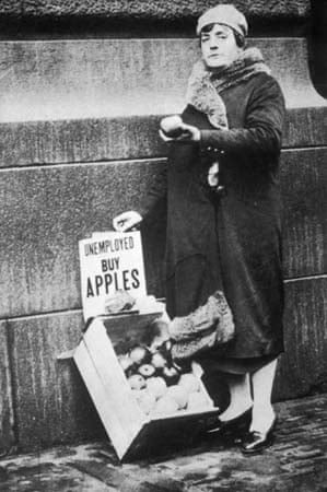 Unemployed woman sells apples in 1929