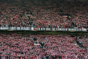 Old Trafford remembers Munich disaster