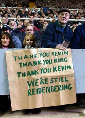 Fans welcome back Manchester City manager Kevin Keegan to St James' Park