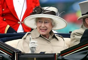 The Queen arrives at Ladies' Day by carriage
