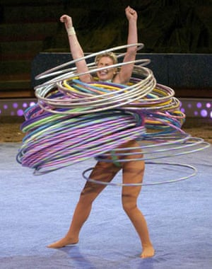 Alesya Goulevich sets a world record in 2004 by spinning 100 hula hoops