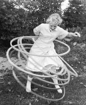 A girl twirls eight hula hoops simultaneously