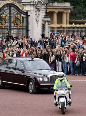 Crowds at Buckingham Palace