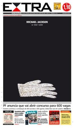 Michael Jackson's glove on the cover of the Rio de Janeiro Extra