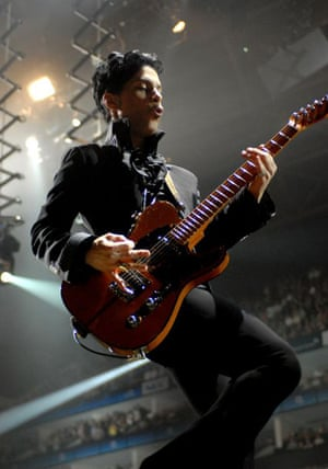 Prince pwerforming at O2 arena in London