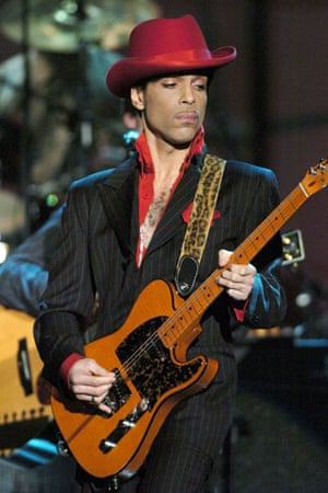Prince performing at Hall of Fame show in New York