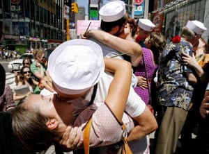 A group of people simultaneously kiss in Times Square