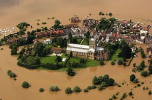 The town of Tewkesbury surrounded by flood waters