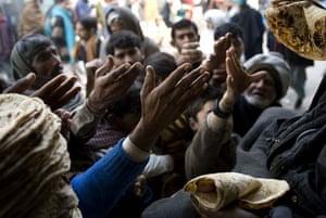 Pakistani men receive bread