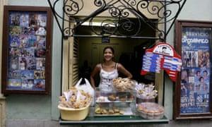 A vendor sell food in Havana