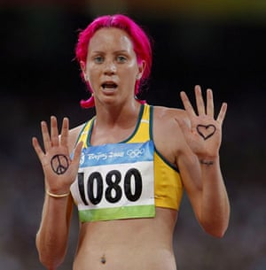 runner with pink hair