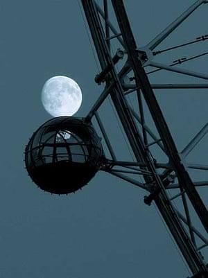 Winter moon, London Eye