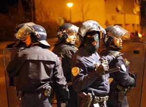 Riot police get prepared