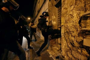 Police kick a door down