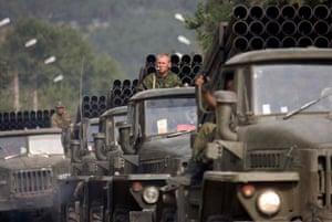 Russian troops tanks