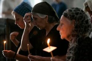 Georgian women pray