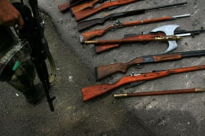 Gori, Georgia: Russian soldiers show weapons confiscated from looters