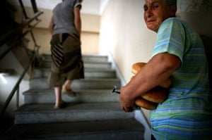 Ossetian refugees with bread