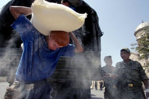 Gori, Georgia: Members of the Russian Emergency Ministry carry a bag of flour delivered as food aid