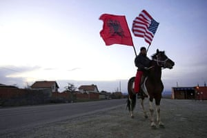Kosovo delcares independence