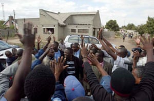 Tsvangirai greeted by supporters
