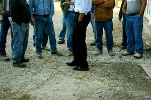 Evansville, US: Barack Obama talks to construction workers