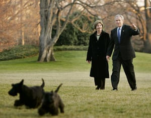 2006: President Bush and first lady Laura Bush with their pet dogs Barney and Miss Beazley