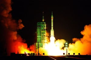 Jiuquan, China: The Long-March II-F carrier rocket carrying the Shenzhou-7 spaceship blasts off from the launch pad at the Jiuquan Satellite Launch Centre