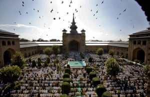 Srinagar, India: Thousands of Kashmiri muslims offer prayers on the last Friday of the holy month of Ramadan