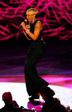 singer Mary J Blige performs during the Neighborhood Ball at the Washington Convention Center in Washington, DC