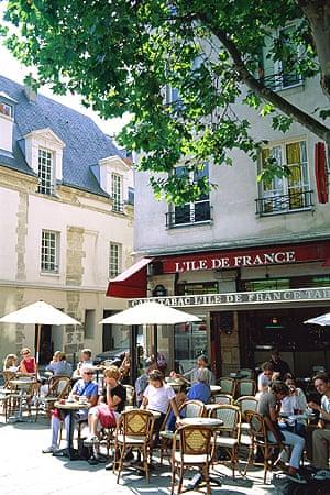 An outdoor cafe in Paris