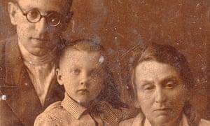 Vasily Grossman with his daughter Katya and mother Ekaterina Savelyevna