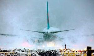 snow gatwick airport Winter weather Dec 3rd