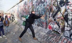 teenager Berlin Wall