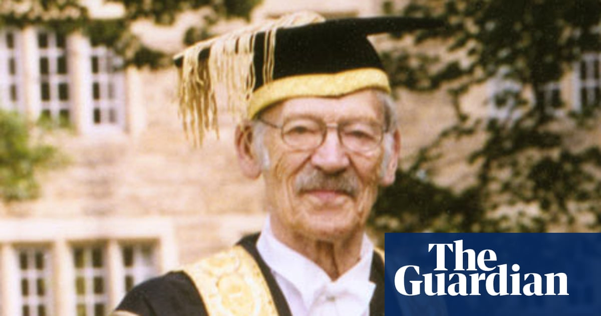 Sir Kenneth Dover obituary | Books | The Guardian