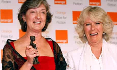 Barbara Kingsolver receives the Orange prize for fiction from the Duchess of Cornwall