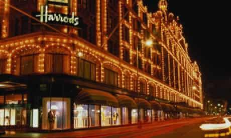 Harrods departmant store at night