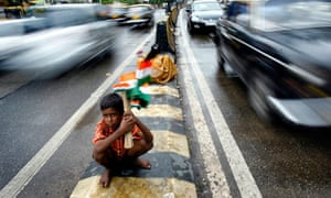 boy sells Indian national flags in Mumbai