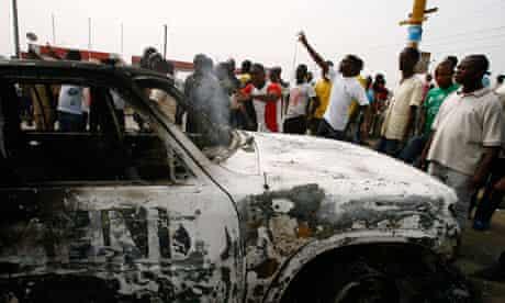 Ivorians surround burned out UN van