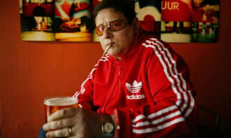 Shaun Ryder holding a pint of beer