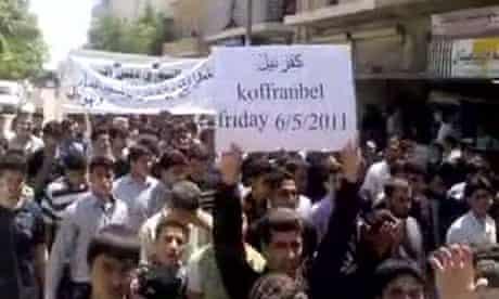 Syrians demonstrating in Kofr Bel