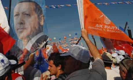 Turks rally ahead of election