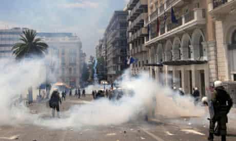 greek police using teargas