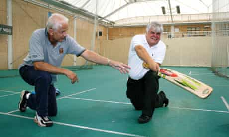 Peter White takes cricket batting tips from David Gower