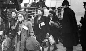 Refugees arrive at Harwich, 1938