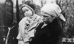 A woman and young child in Leningrad, 1942