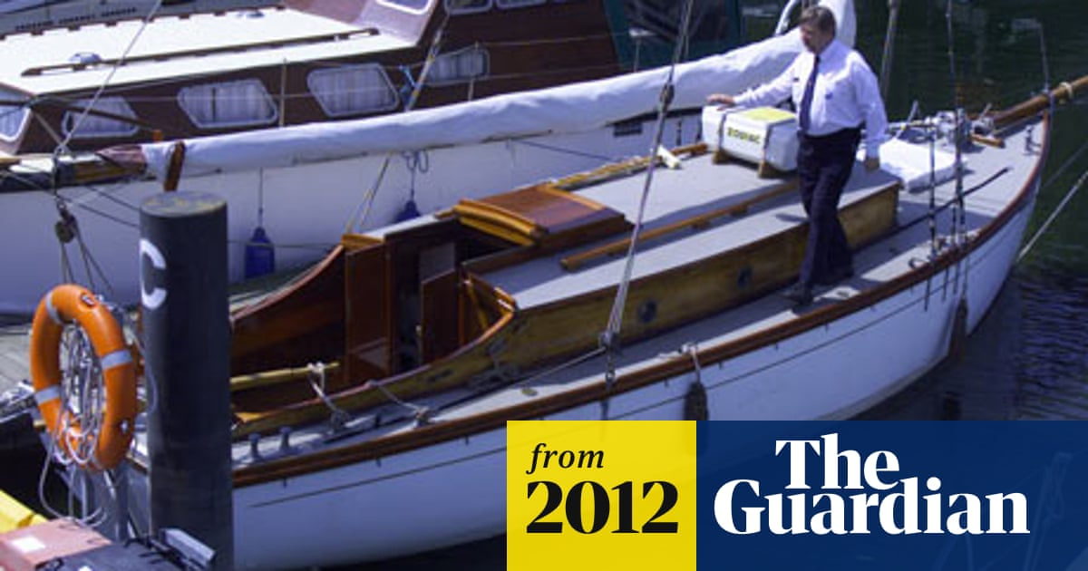 Oak tiller bar from Arthur Ransome's yacht up for auction | Books